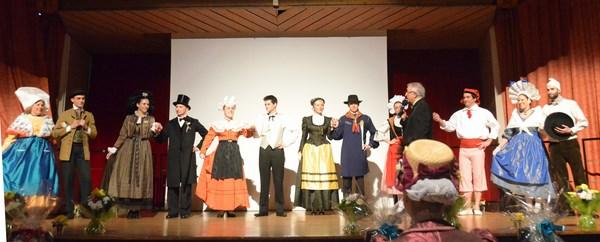 Les candidates avec leur cavalier Sandra CAILLAUD (Les Bategails de Saintonge, Saintonge, FAFN) ; Apolline VELTZ, (D'Sunneblueme vun Gambse, Alsace, CNGFF) ; Adelle GUINEHEUX (Avant Deux du Haut Anjou, Anjou, CNGFF) ; Cécile NOYER (La Montagnarde, Rouergue) ; Marie GAGLIOLO, (Nice la Belle, Comité de Nice, UNGTP) ; Anais VALLEIX (Jeune Champagne, Champagne, CNGFF)